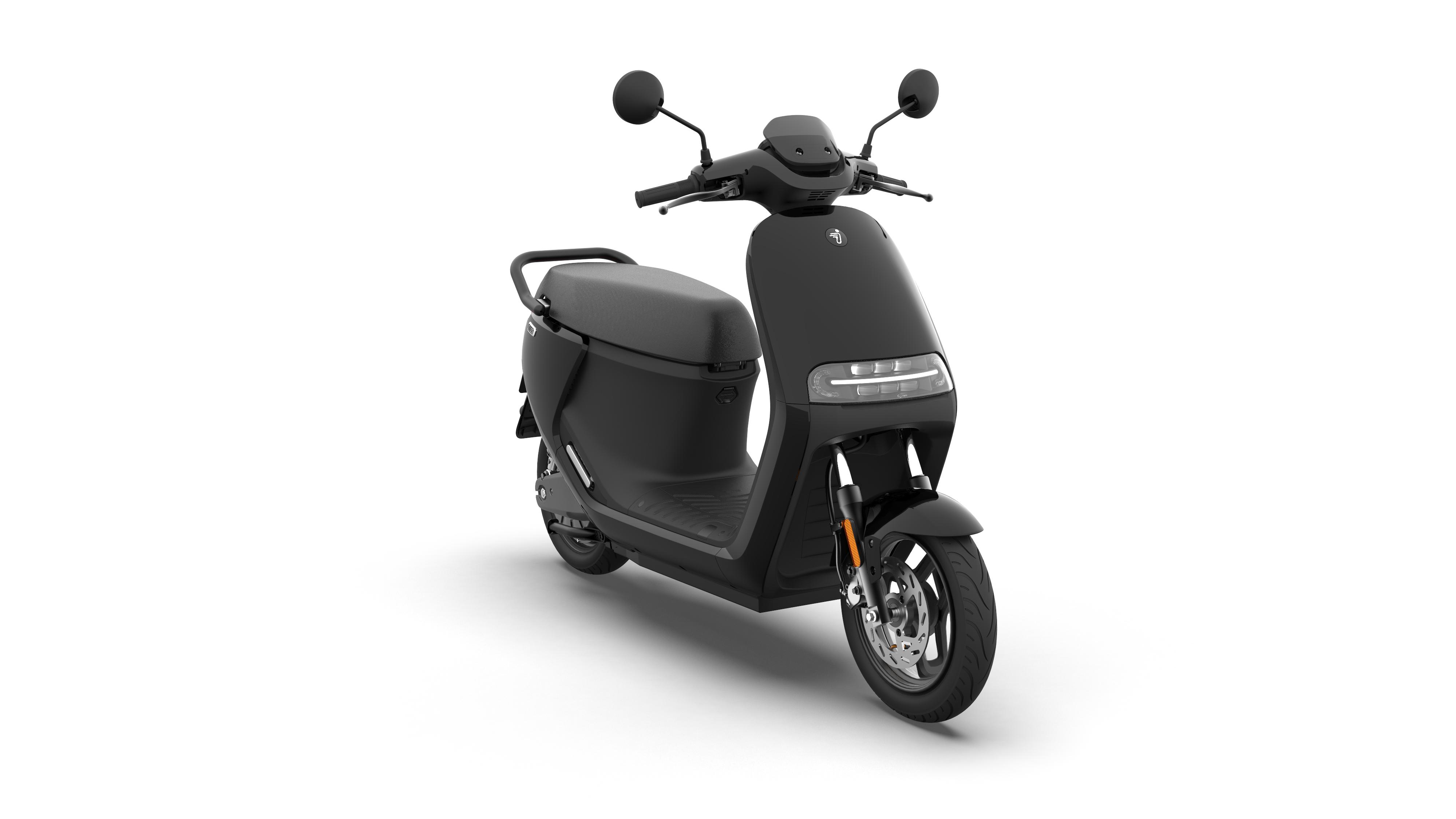 eScooter-E110S_Phantom-Black-Glossy_360-view-12.png